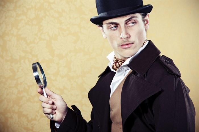 Detektiv mit Lupe